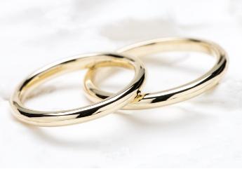 シンプルなデザインの指輪
