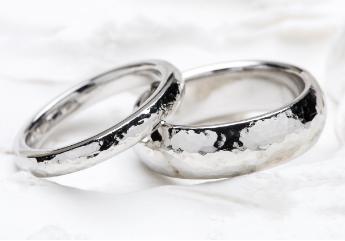 おしゃれな槌目模様(ハンマートーン)の指輪
