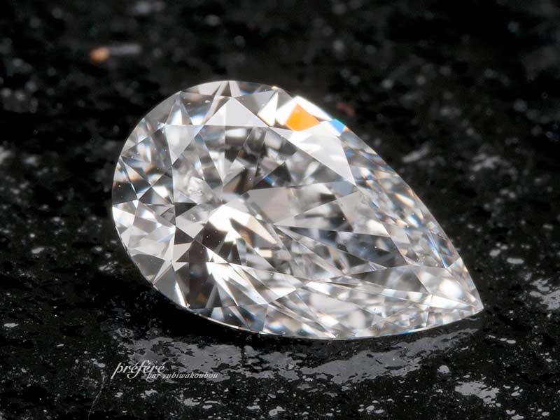 ペアシェイプカットのダイヤモンド
